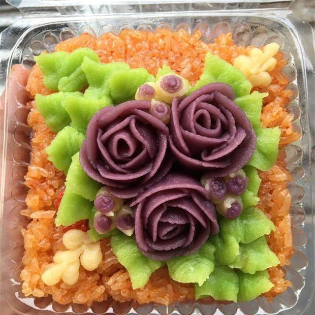 Món xôi hoa với nhiều tạo hình, màu sắc bắt mắt thu hút chị em văn phòng