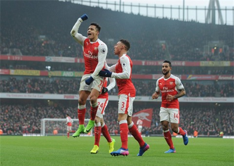 Niềm vui chiến thắng của các cầu thủ Arsenal
