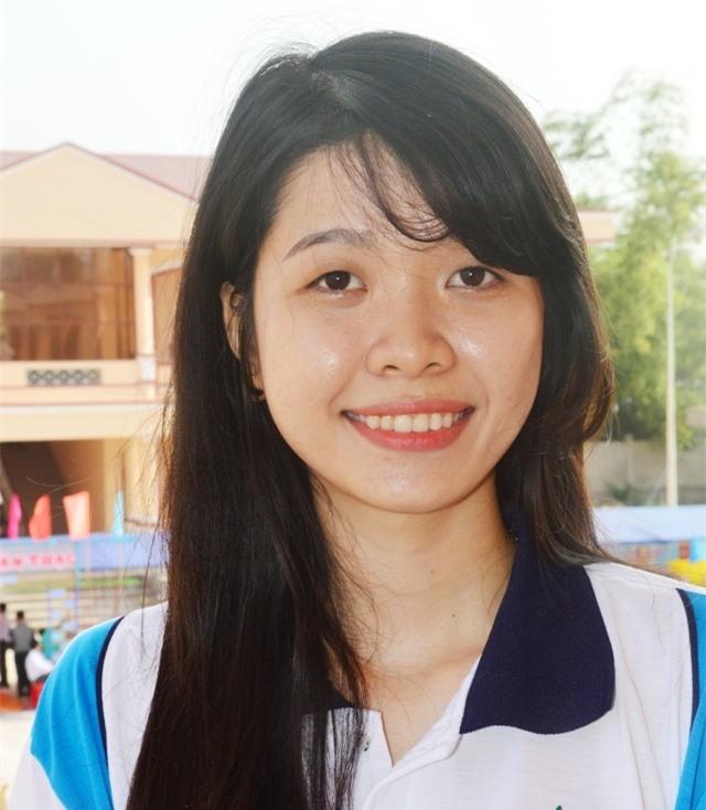 Nữ sinh Đỗ Thị Phương Thảo sau khi tốt nghiệp đại học loại giỏi đã tình nguyện lên đường nhập ngũ.