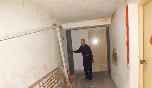 Phát hiện căn hầm bí mật ngay trong chung cư mà yêu râu xanh dùng để bắt giam và hãm hiếp 6 phụ nữ - Ảnh 4.