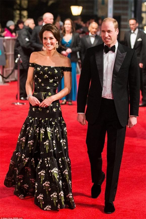 Công nương Kate , Công nương Kate mặc đẹp, Công nương Kate tại thảm đỏ BAFTAs, vợ chồng công nương Anh