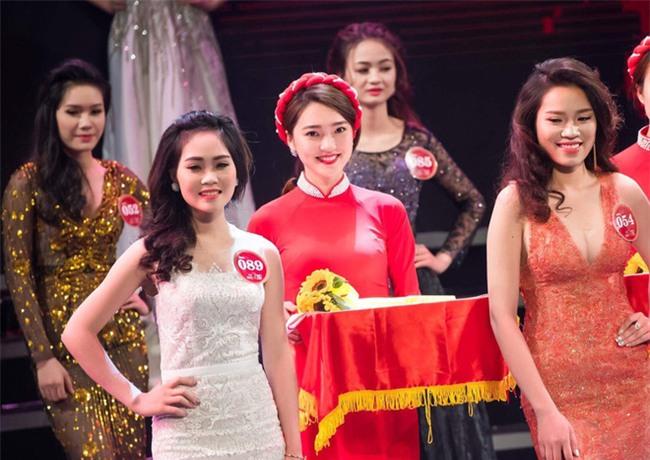 Chỉ một khoảnh khắc, cô gái bê khay dìm tất cả Hoa khôi Kinh Bắc - Ảnh 1.