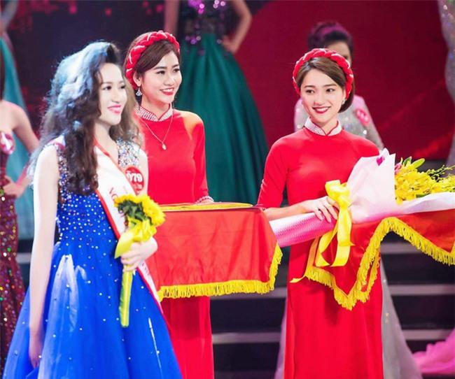 Chỉ một khoảnh khắc, cô gái bê khay dìm tất cả Hoa khôi Kinh Bắc - Ảnh 2.