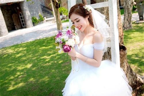 Elly Trần mặc soiree cúp ngực gợi cảm, chuẩn bị cưới chồng? - 4