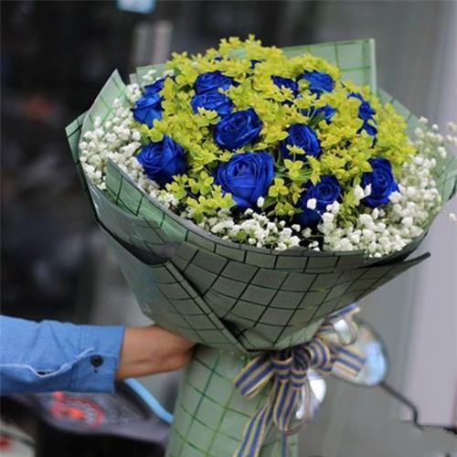 Dành tặng những bông hồng xanh ngày Lễ tình nhân Valentine vô cùng ý nghĩa.