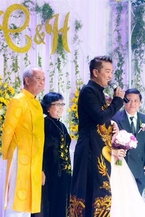 mr-dam-lan-dau-xuat-hien-cung-me-sau-khi-cong-khai-me-no-nan-hang-chuc-ty-5
