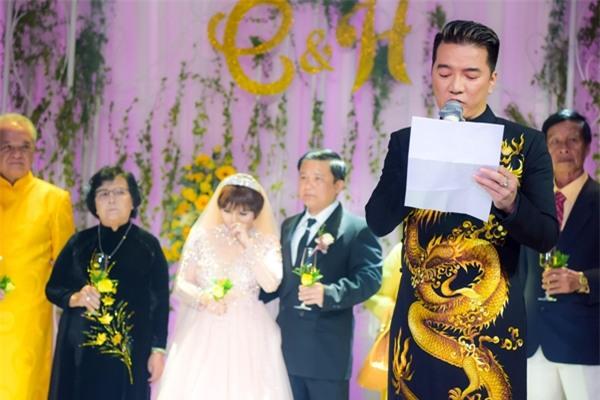 mr-dam-lan-dau-xuat-hien-cung-me-sau-cong-khai-me-no-nan-hang-chuc-ty-7