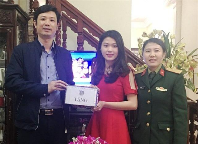 Tốt nghiệp 2 trường đại học, cô gái xứ Thanh đăng ký nhập ngũ