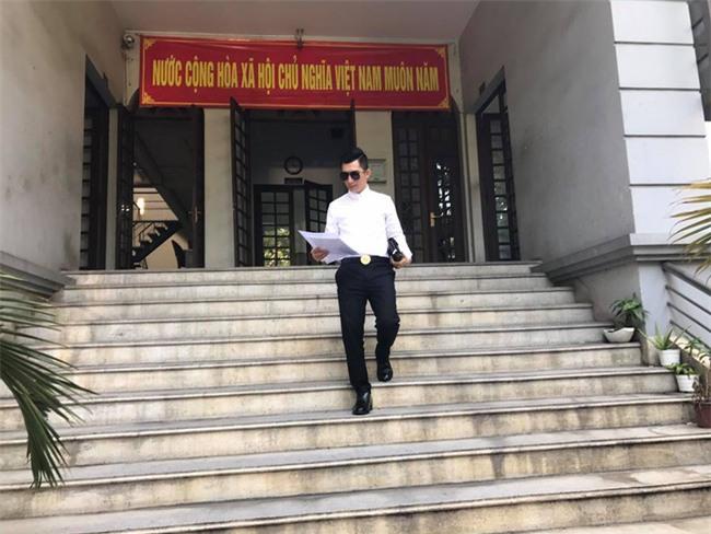 Chồng trẻ Phi Thanh Vân công khai ảnh nộp đơn ly hôn đúng ngày Valentine - Ảnh 1.