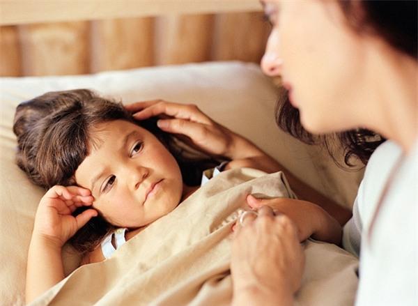 Bị mẹ tung chăn đánh thức vào buổi sáng, cậu bé 14 tuổi cáu kỉnh nhảy lầu tự tử - Ảnh 3.