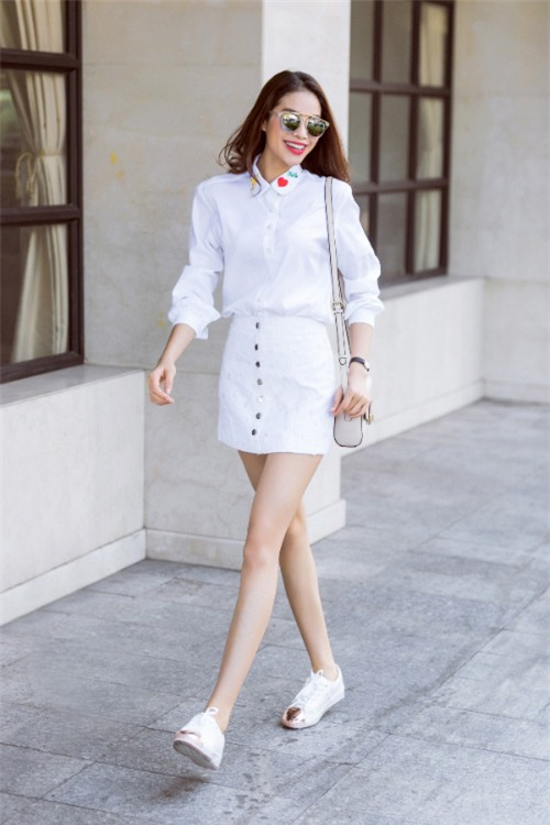 chi voi ao so mi trang ma pham huong mac du kieu van khong the che duoc - 1