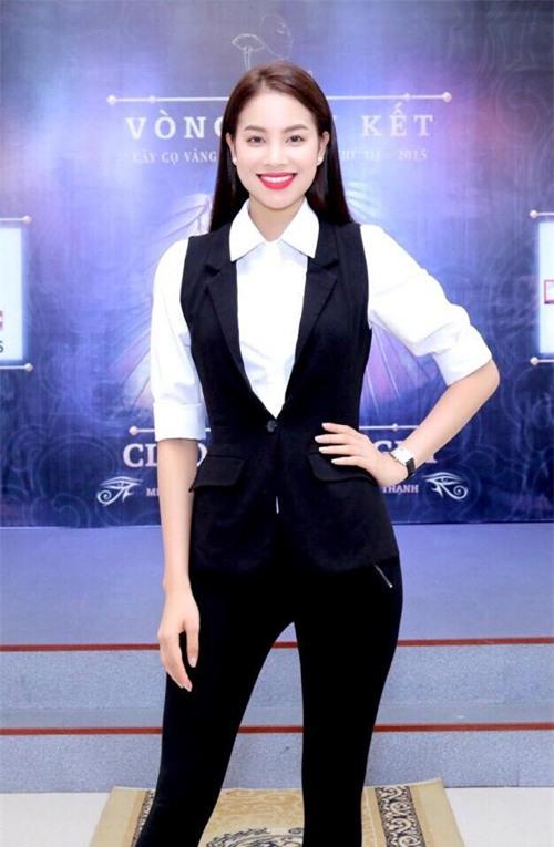 chi voi ao so mi trang ma pham huong mac du kieu van khong the che duoc - 5