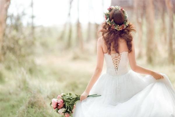 Chồng kiên nhẫn chờ vợ thử váy giảm giá và câu nói khiến anh nghẹn ngào - Ảnh 3.