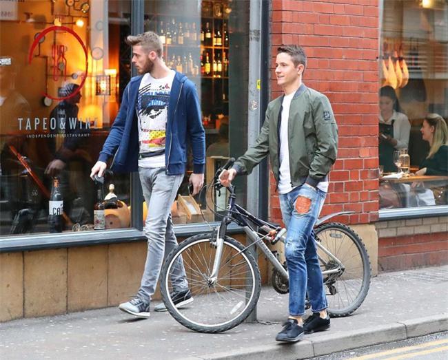Dàn trai đẹp Man Utd lên đồ thời trang dạo phố - Ảnh 1.