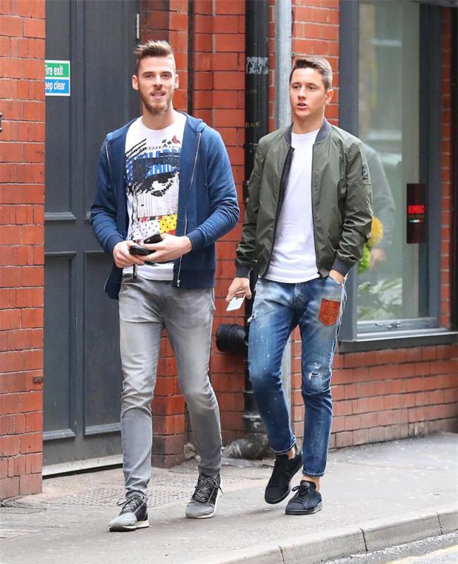 Dàn trai đẹp Man Utd lên đồ thời trang dạo phố - Ảnh 2.