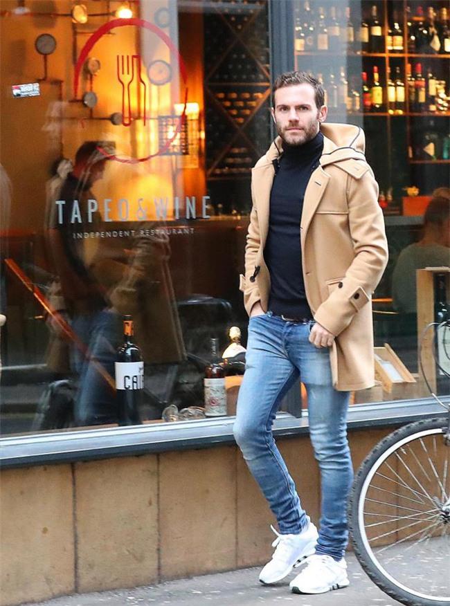 Dàn trai đẹp Man Utd lên đồ thời trang dạo phố - Ảnh 4.
