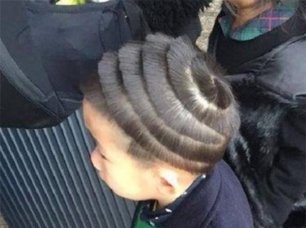 Tóc này được gọi là tóc vỏ ốc nhé.