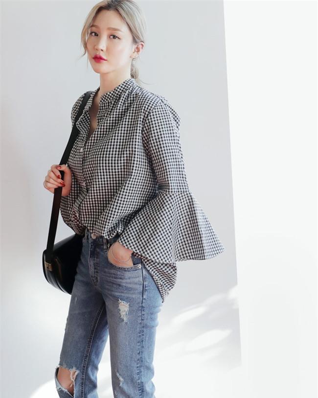 Áo tay loe và những cách điệu hợp mốt các nàng nên sắm ngay cho mùa xuân này - Ảnh 2.