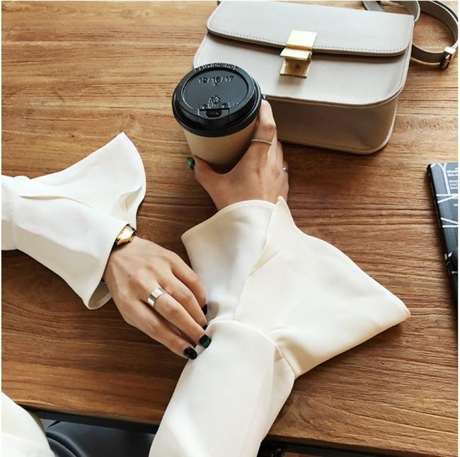 Áo tay loe và những cách điệu hợp mốt các nàng nên sắm ngay cho mùa xuân này - Ảnh 4.