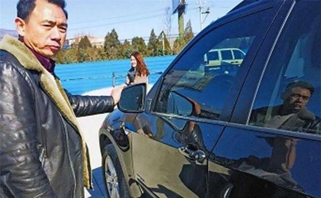 Không may làm hỏng xe BMW, cậu học sinh bất ngờ được tặng 33 triệu đồng