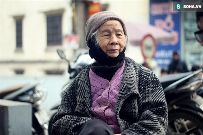 Cụ bà 88 tuổi vá xe trên phố Hà Nội và câu chuyện khiến nhiều bạn trẻ xấu hổ - Ảnh 8.