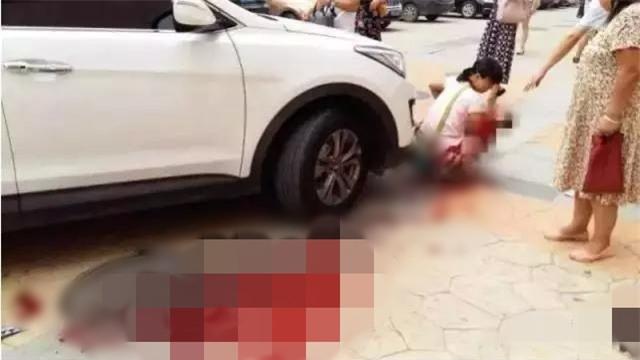 TP.HCM: Bé gái 2 tuổi bị cán tử vong khi đang chơi trước mũi xe ô tô - Ảnh 1.