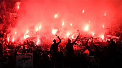 Náo loạn Old Trafford, St-Etienne đối mặt án phạt