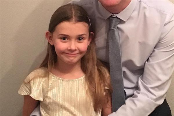 Chân dung Chloe Bridgewater - bé gái 7 tuổi nổi tiếng vì viết thư xin việc tới Google trong thời gian gần đây.