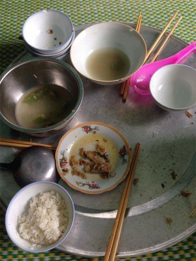 Mâm cơm thừa canh cặn được bố mẹ chồng để phần của cô vợ trẻ ở cữ, rời Hà Nội lấy chồng xa - Ảnh 1.