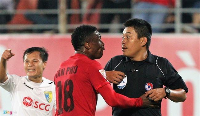Trọng tài V.League bị uy hiếp ở Lạch Tray - Ảnh 3.
