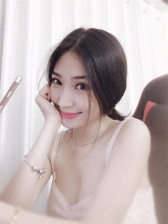 ban-gai-sexy-chan-dai-the-nay-bao-sao-ngo-kien-huy-si-me-suot-7-nam-blogtamsuvn04