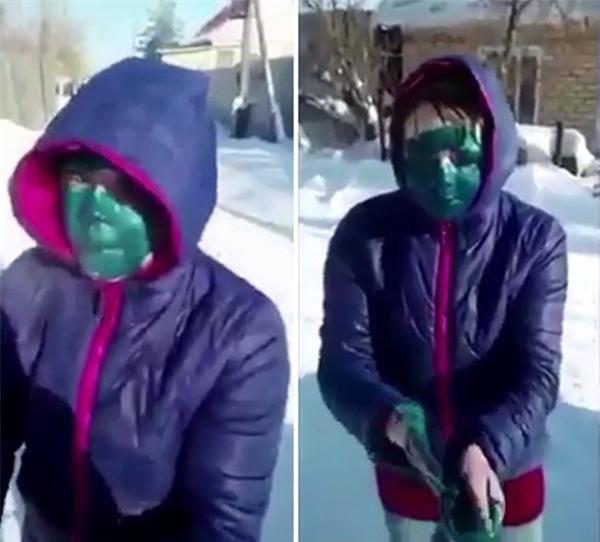 Thiếu tiền xe taxi, cô gái trẻ bị tài xế ép rửa mặt bằng sơn để hạ nhục - Ảnh 3.