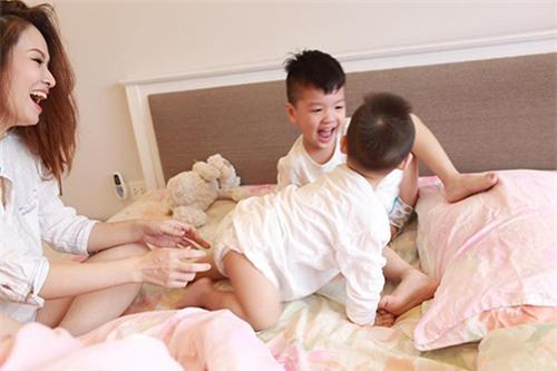 """con trai """"leo nheo"""" khong chiu di hoc buoi sang, dan le noi cau khien dan mang bat ngo - 7"""