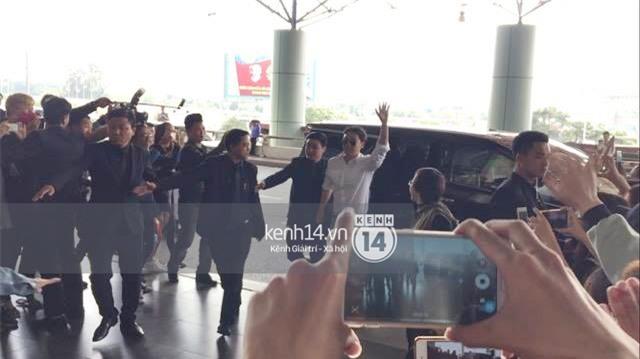 Cập nhật: Seungri diện áo sơ mi trắng soái ca, xuất hiện cực cool ngầu tại sân bay - Ảnh 12.
