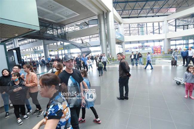 Cập nhật: Seungri diện áo sơ mi trắng soái ca, xuất hiện cực cool ngầu tại sân bay - Ảnh 14.