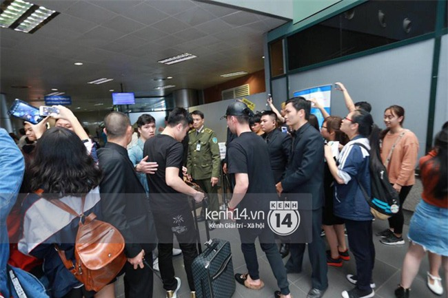 Cập nhật: Seungri diện áo sơ mi trắng soái ca, xuất hiện cực cool ngầu tại sân bay - Ảnh 15.