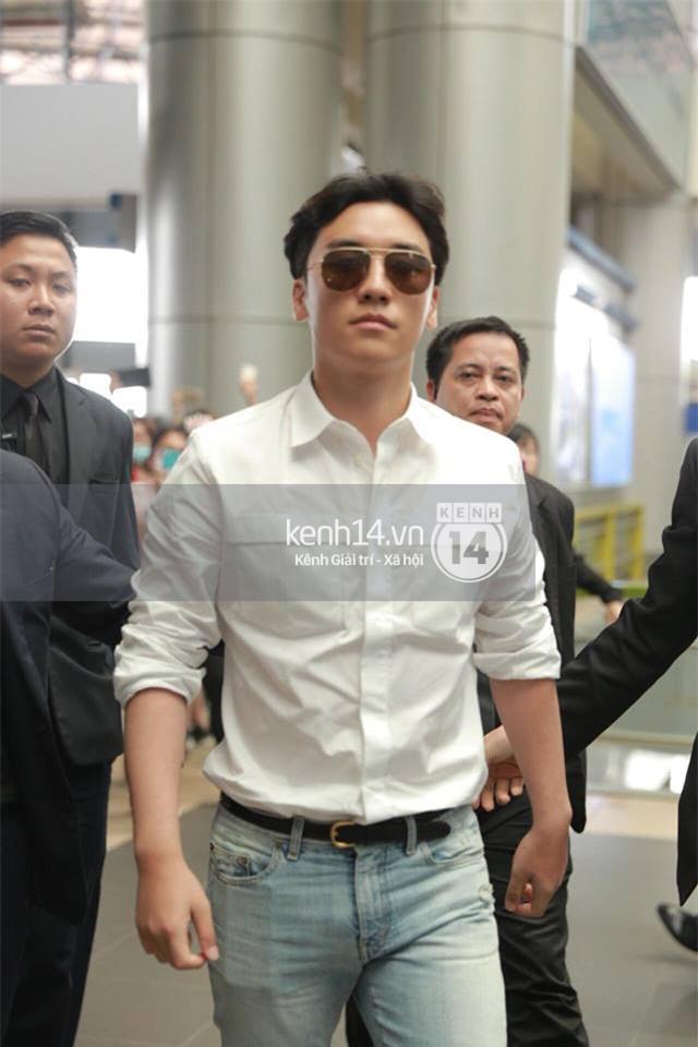 Cập nhật: Seungri diện áo sơ mi trắng soái ca, xuất hiện cực cool ngầu tại sân bay - Ảnh 2.