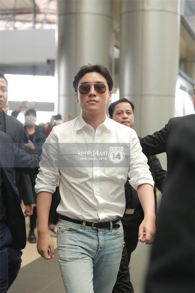 Cập nhật: Seungri diện áo sơ mi trắng soái ca, xuất hiện cực cool ngầu tại sân bay - Ảnh 4.