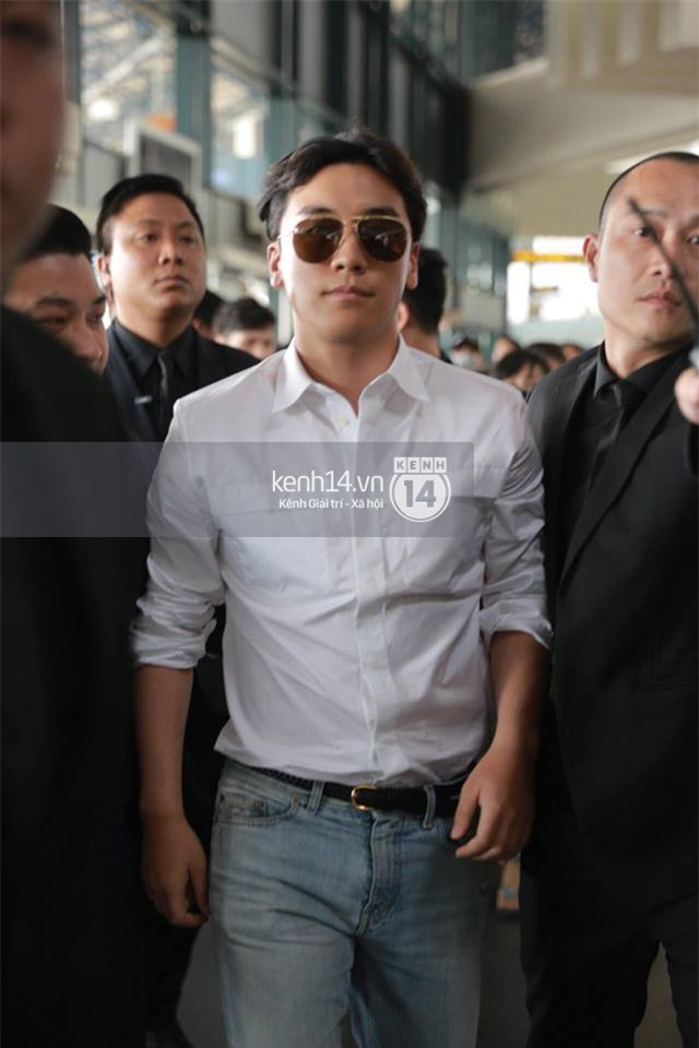 Cập nhật: Seungri diện áo sơ mi trắng soái ca, xuất hiện cực cool ngầu tại sân bay - Ảnh 7.