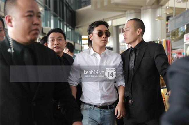 Cập nhật: Seungri diện áo sơ mi trắng soái ca, xuất hiện cực cool ngầu tại sân bay - Ảnh 8.
