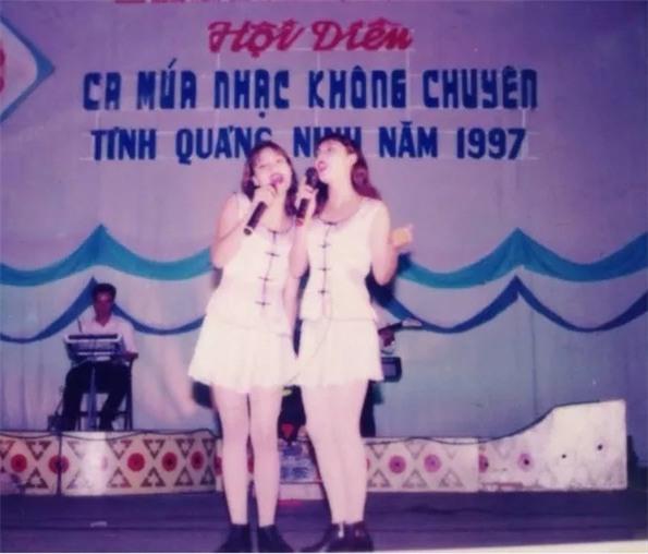 Cuộc sống viên mãn của chị gái ruột Hồ Quỳnh Hương - Ảnh 1.