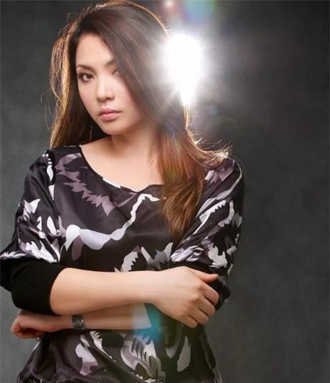 Cuộc sống viên mãn của chị gái ruột Hồ Quỳnh Hương - Ảnh 3.