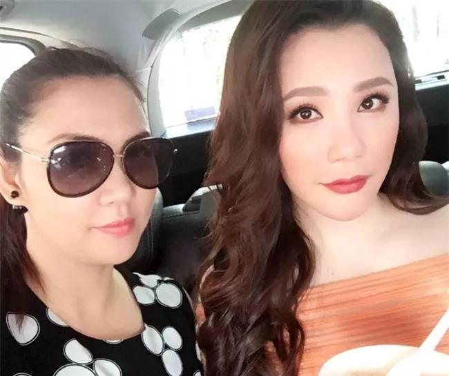 Cuộc sống viên mãn của chị gái ruột Hồ Quỳnh Hương - Ảnh 5.