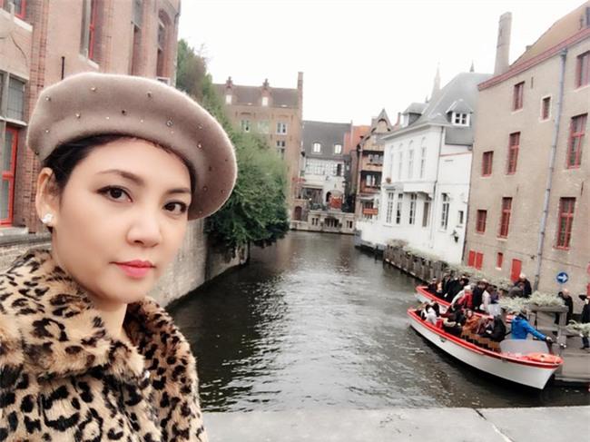 Cuộc sống viên mãn của chị gái ruột Hồ Quỳnh Hương - Ảnh 7.
