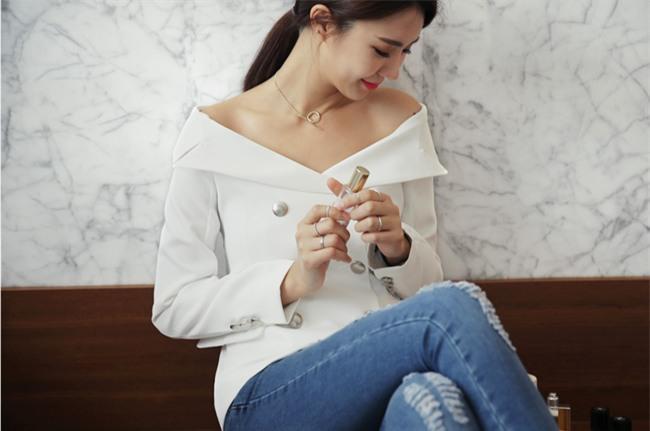 Hãy kết hợp thêm món phụ kiện này nếu bạn cảm thấy những thiết kế váy áo của mình đơn điệu! - Ảnh 7.