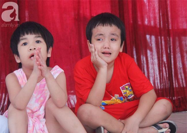 Hai bé trai 3 và 5 tuổi lang thang tìm bố mẹ lúc nửa đêm ở Gò Vấp giờ ra sao? - Ảnh 9.