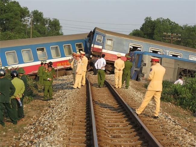 Tàu hỏa, tàu hỏa đâm xe tải, xe tải, tàu đâm xe tải ở Huế, tai nạn giao thông