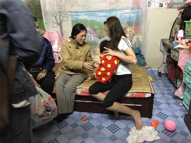 Bà ngoại của bé gái bị mẹ đánh vì làm mất gói kẹo: Tâm lý con tôi không ổn định sau khi du học về - Ảnh 2.
