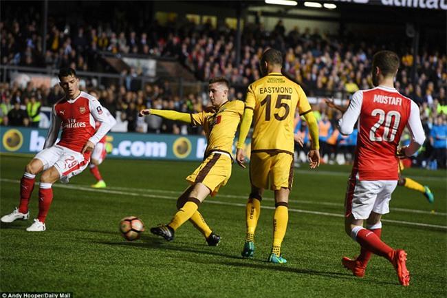 Vượt qua đội bóng nghiệp dư, Arsenal thẳng tiến vào tứ kết FA Cup - Ảnh 10.