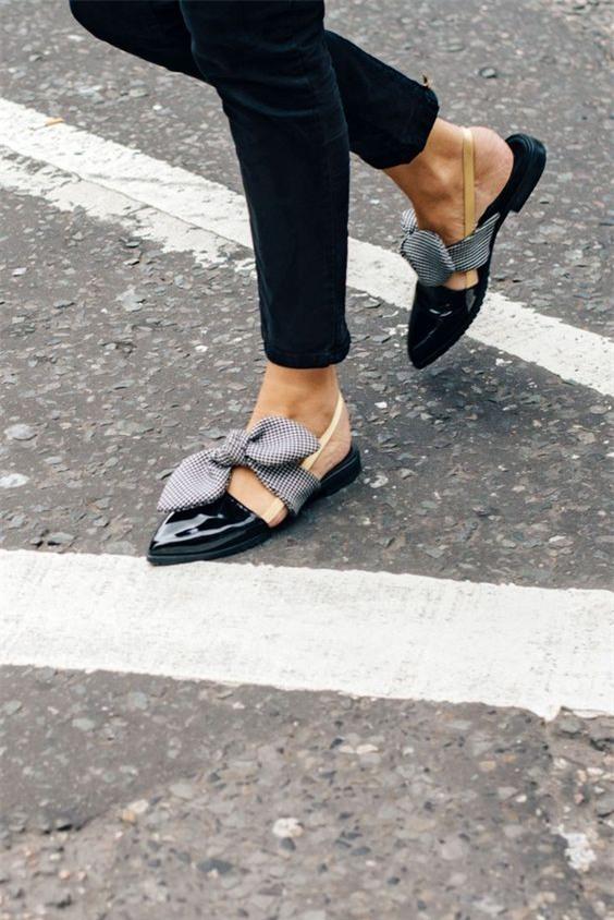Xu hướng giày dép 2017: Thời đại của những thiết kế bánh bèo thắt nơ - Ảnh 2.